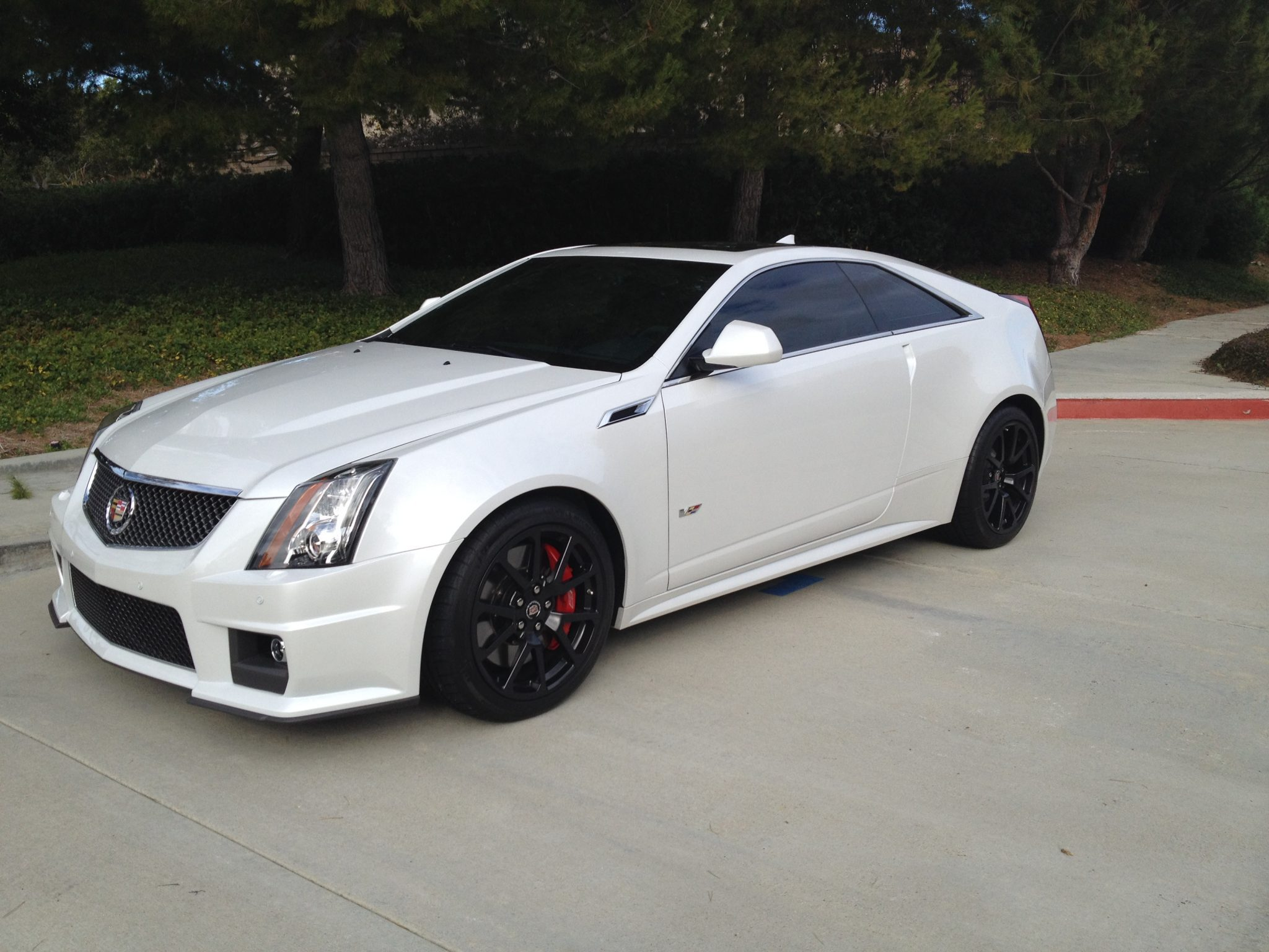 2011-cadillac-cts-v-coupe-crystal-white-tricoat-2.jpg