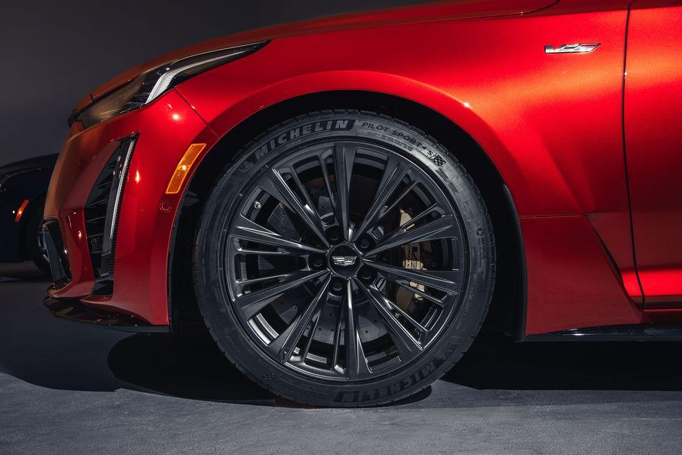 2022-cadillac-ct5-v-blackwing-brembo-carbon-ceramic-brakes.jpg