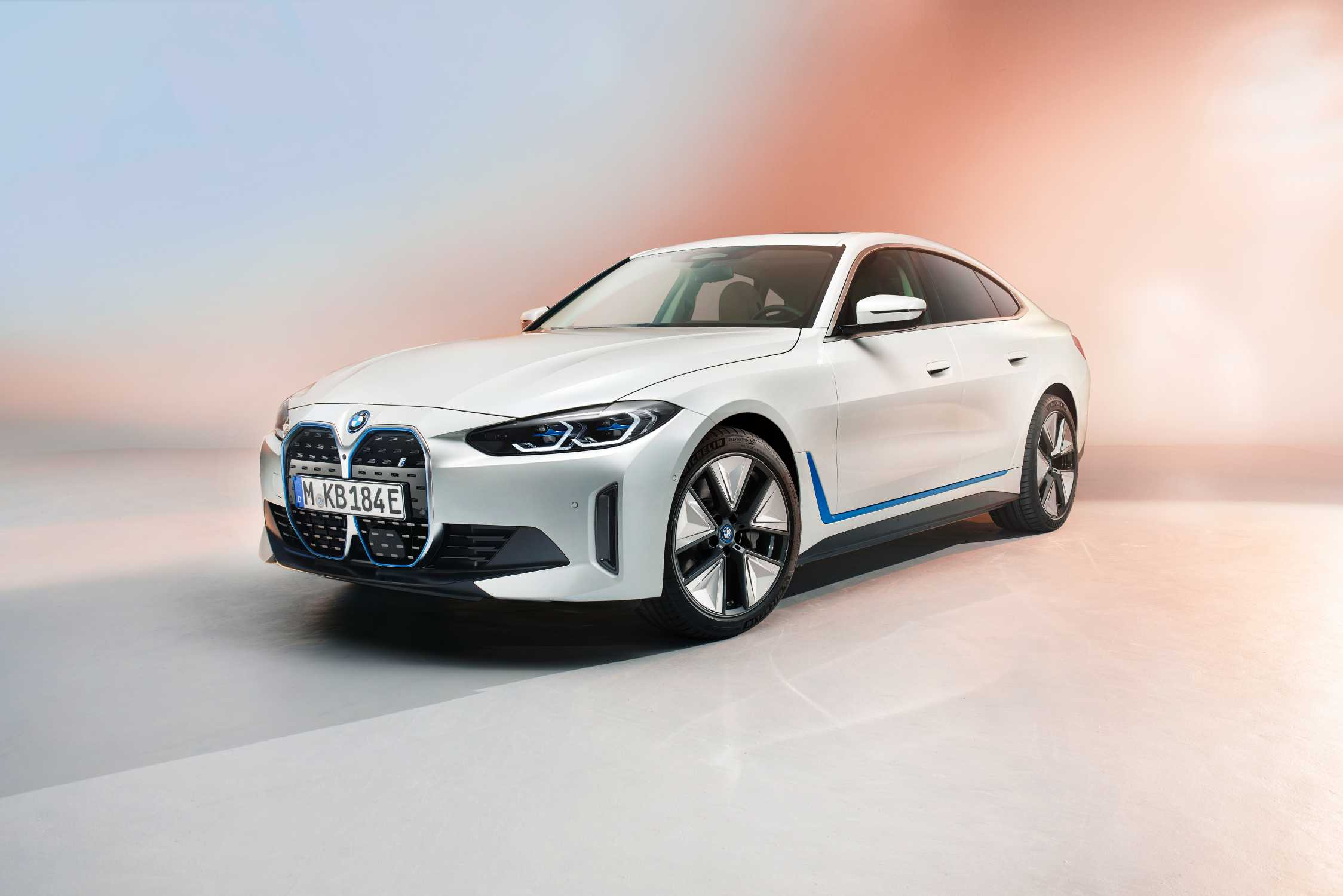 P90416000-first-view-on-the-upcoming-bmw-i4-pre-production-model-shown-3-2021-2248px.jpg