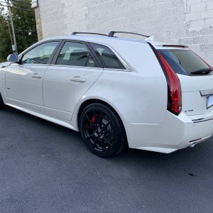 2013 Cadillac CTS-V Wagon in White Diamond Tricoat